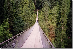 capilano-suspension-bridge-lynn-valley-pont-suspendu