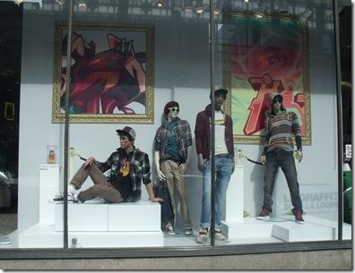 Vitrines Simons 2011 graffiti design culture urbaine art d?co tendance