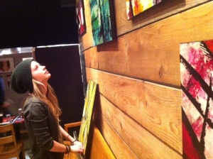 photographie vernissage artiste peintre Sara au bistro le Ste-Cath