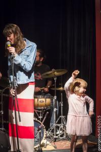 enfants karaoké chanson micro scène spectacle gratuit