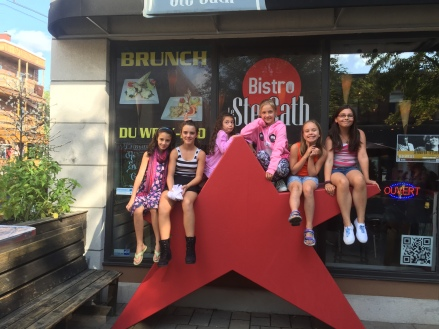 Jeunes étoiles du Bistro le Ste-Cath micro ouvert pour les enfants