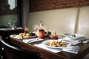 resto bon-D restaurant rue masson rosemont brunch est montréal