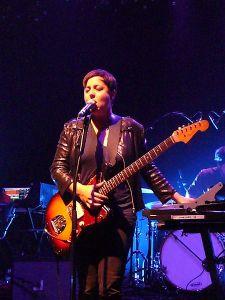 ariane moffatt musicienne drum chanteuse la voix t-shirt