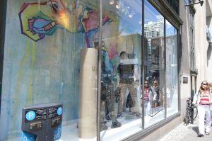 fleo street art vitrines maison simons art urbain graffiti
