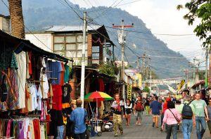 Panajachel_calle_santandar_guat guatemala coopération internationale